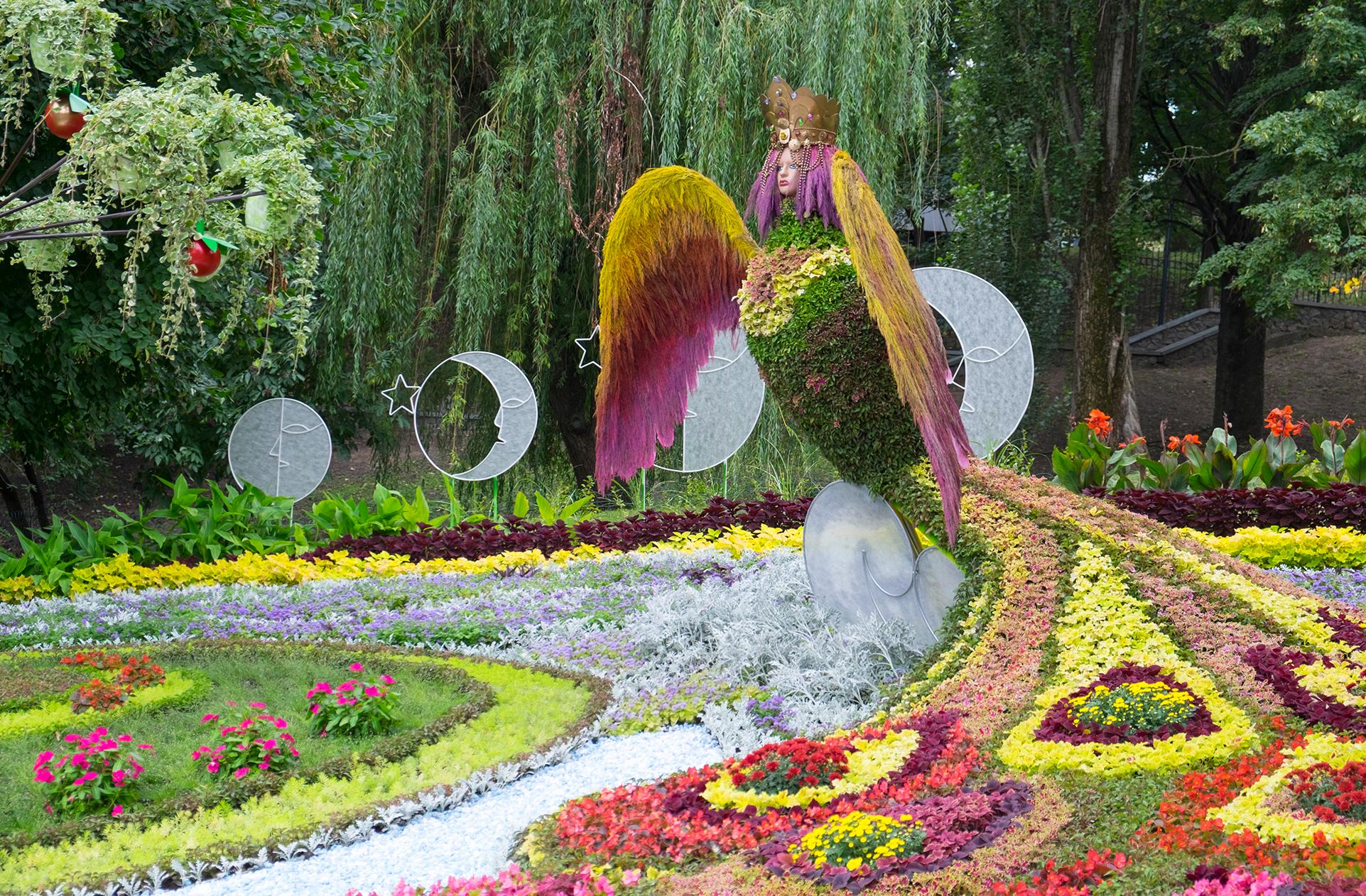 Příklad kreativní květinové expozice v Kyjevě
