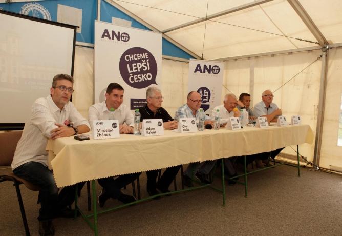 ANO v Olomouckém kraji představilo kandidáta na hejtmana a slušnou kampaň, ČSSD začala podpásovkou