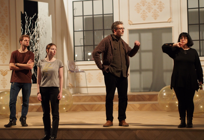 Babišovci zkoušejí na scéně Moravského divadla v Olomouci